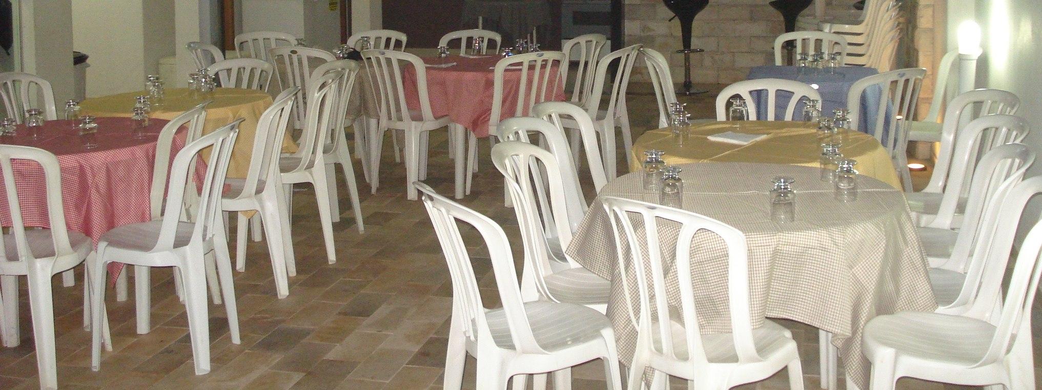 Foto-1-mesas-e-cadeiras